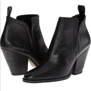 DOLCE VITA Black Leather Hastings Ankle Booties 8